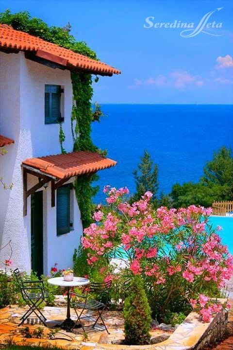 Домик у моря в греции жилье в париже купить